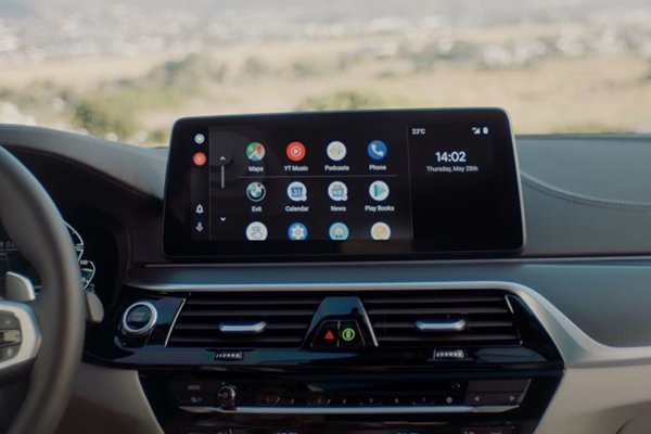 A picture of the BMW touchscreen while using the wireless Android Auto