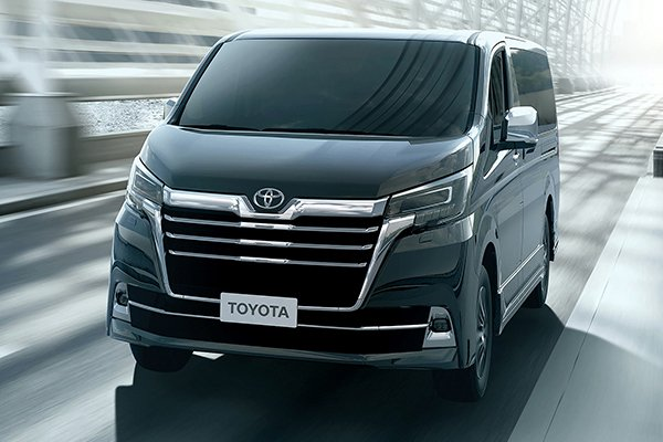 A picture of the Super Grandia Hiace on the highway