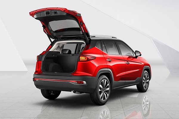 A picture of the rear of the JAC S4 with an open trunk