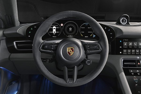 A picture of the Porsche Taycan's steeringwheel