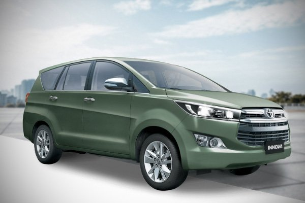 The Toyota Innova in green