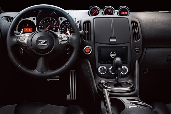 A picture of the interior of the Nissan 370Z