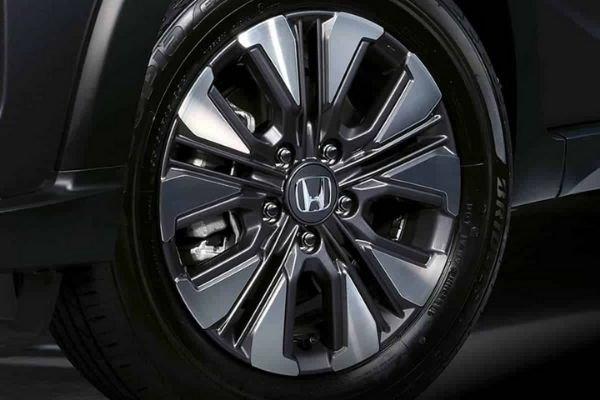 A wheel of the Honda BR-V