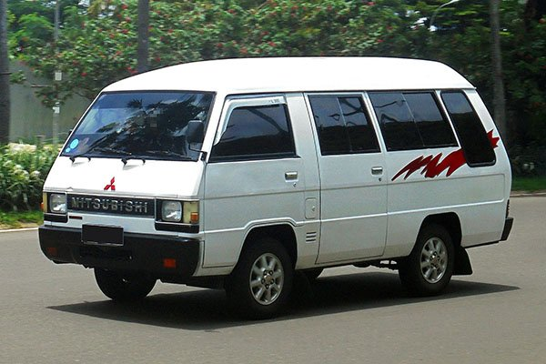 A picture of the L300 Versa Van.