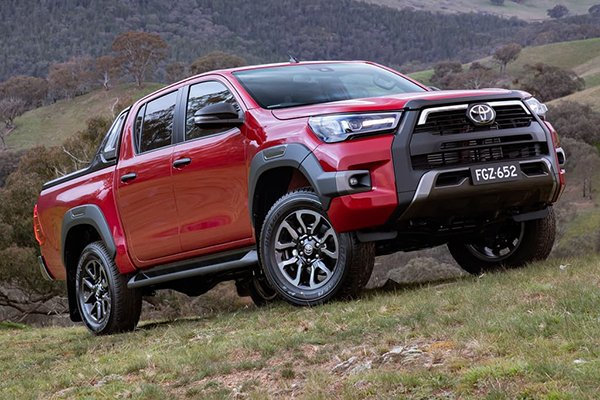 A picture of the Hilux Rouge on a hill.