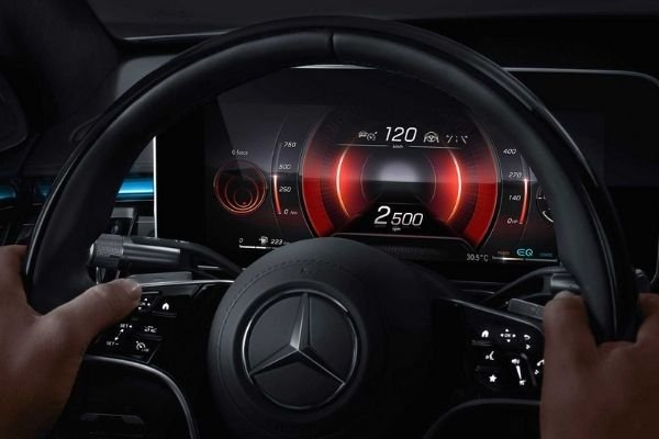 Driver's digital instrument cluster in the 2021 S-Class