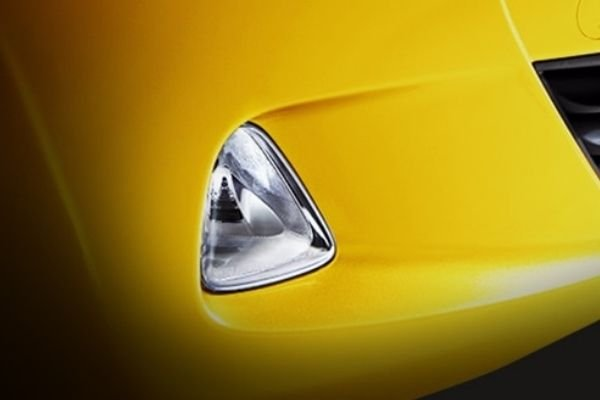 A picture of the stock fog lamps of the Hyundai Eon