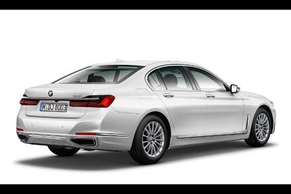 BMW 730i rear