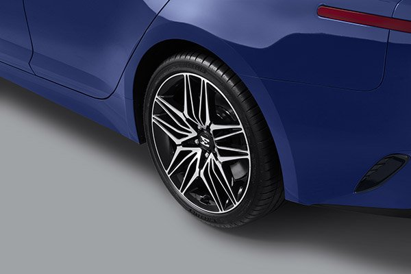 A picture of the 2021 Kia Stinger's new wheels.