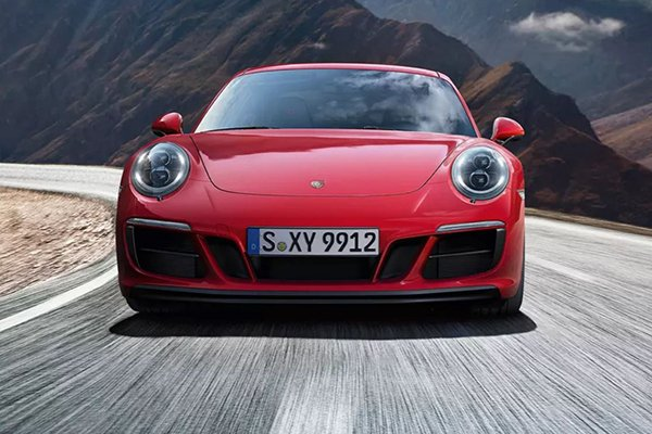A picture of the 911 GTS.