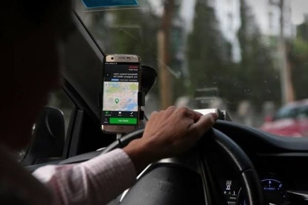 A picture of a grab driver.