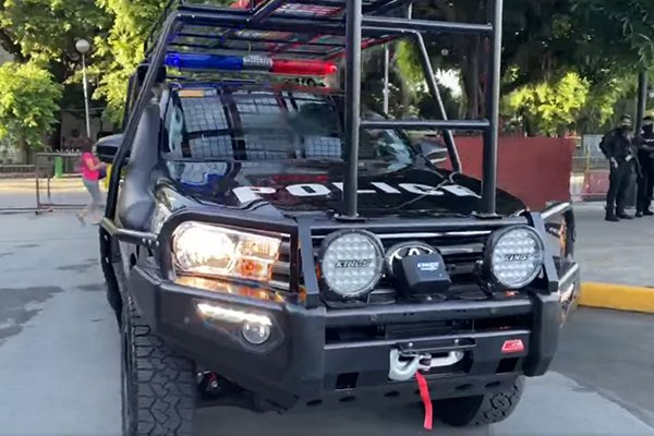A picture of the front of the MPD-SWAT Toyota Hilux.