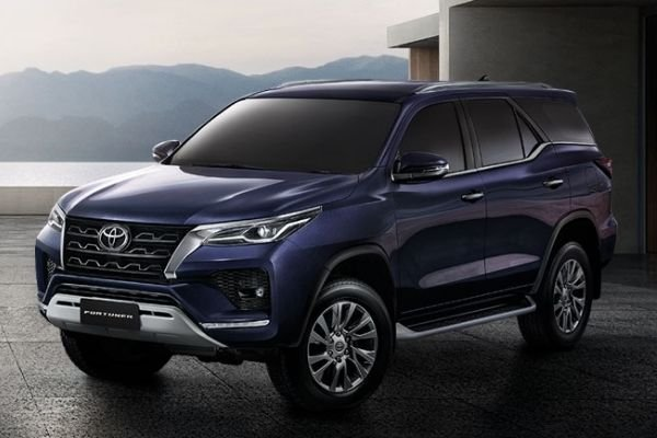 A blue Fortuner 2021 faced front
