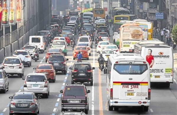 A picture of busy EDSA.