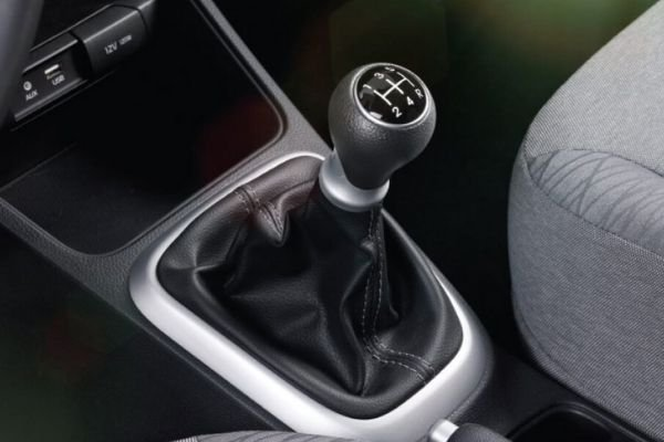 A picture of the Soluto's gear shifter.