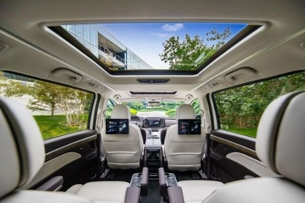 Take a look at the interior of the new GM8