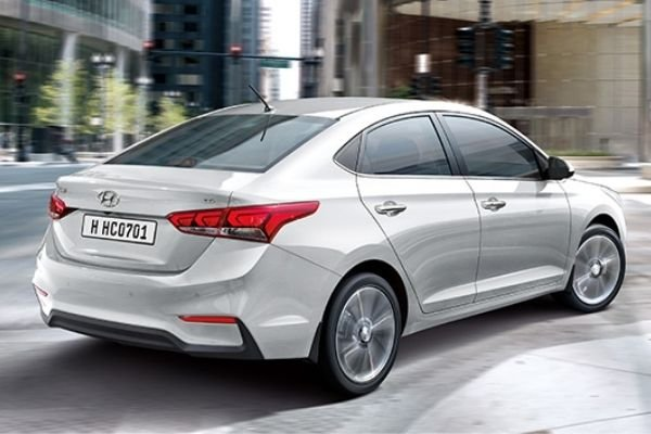 A picture of the rear of the Hyundai Accent.