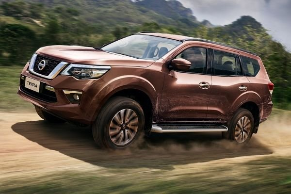 Nissan Terra Front View