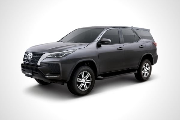 The Toyota Fortuner G variant front view