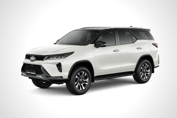 Toyota Fortuner LTD Front View