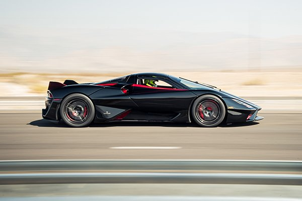 A picture of the SSC Tuatara's side while travelling fast.