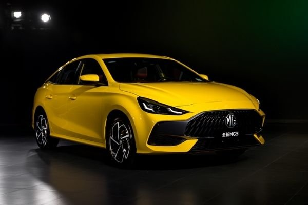 2021 MG 5 exterior view