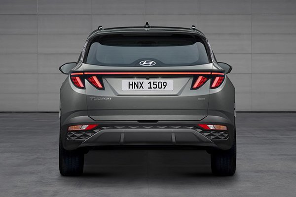 A picture of the rear of the 2021 Hyundai Tucson.
