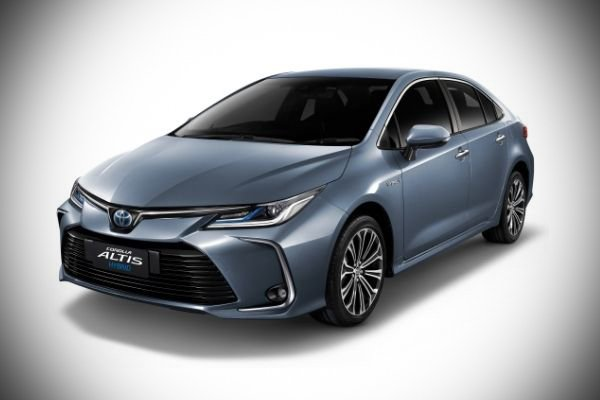 2020 Toyota Corolla Altis front profile shot