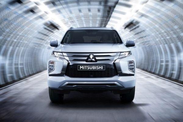 Mitsubishi Montero Sport front view