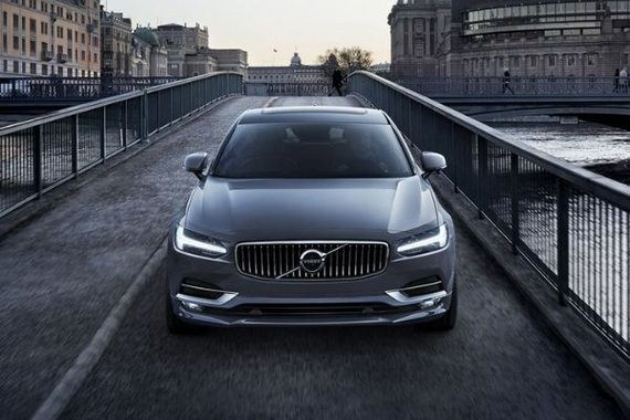 Volvo S90 front view