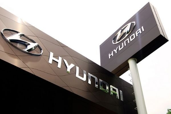 A picture of the front of a Hyundai Dealership.