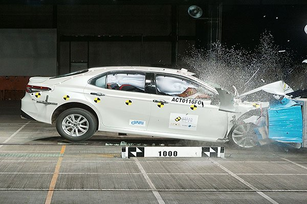 A picture of the crash testing for the Toyota Camry