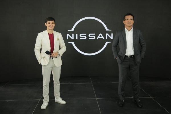 Matteo Guidicelli and Nissan president Atsushi Najima