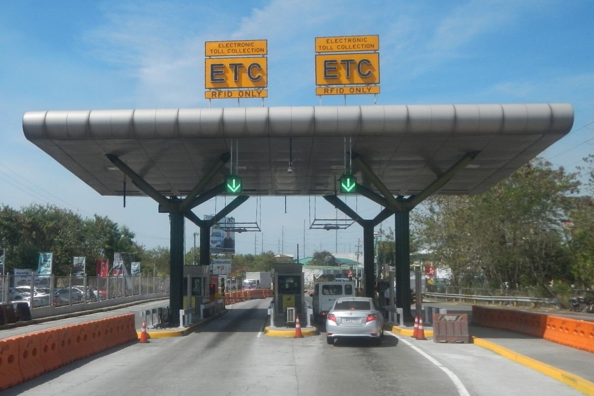 A picture of RFID only tollgates in Cavite