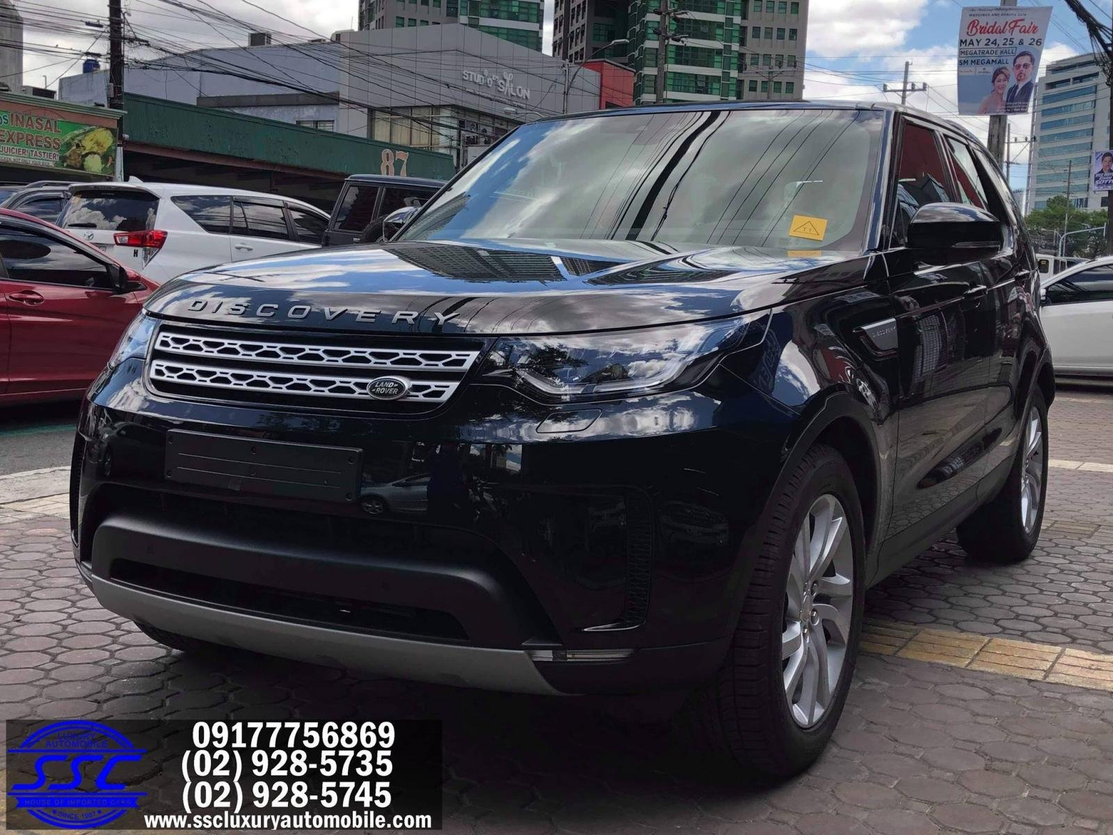 Brand-new Land Rover Discovery front shot