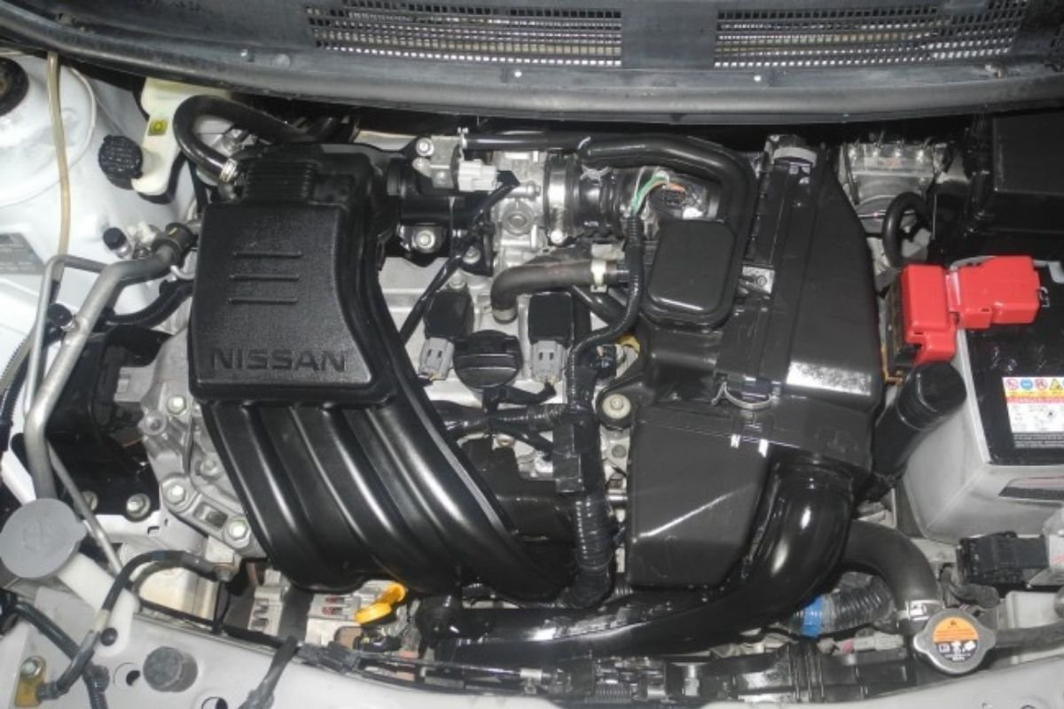 A picture of the Nissan Almera's 1.2-liter engine