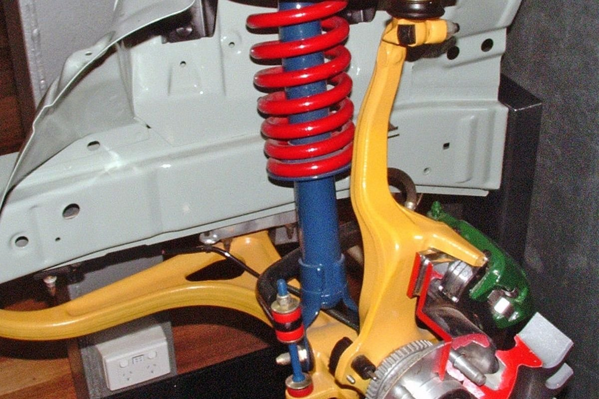A Picture of a double-wishbone type suspension