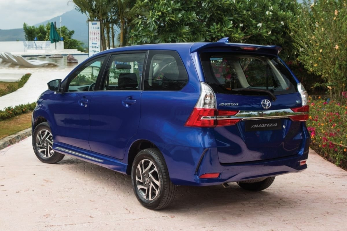 A picture of the rear of the Toyota Avanza