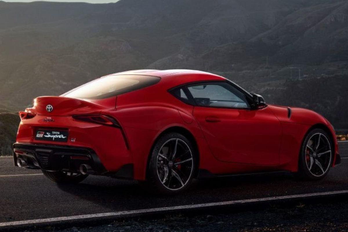 A picture of the Supra's rear-end
