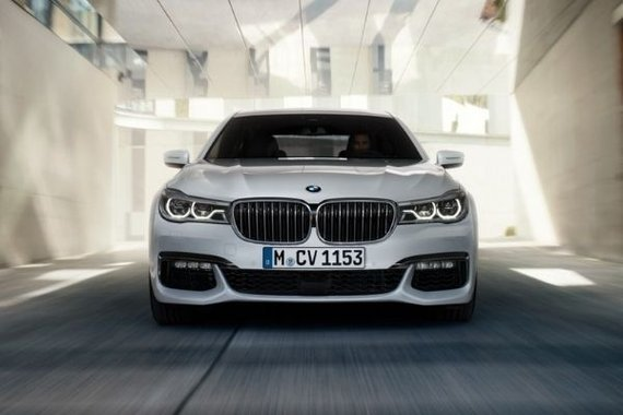 BMW 7 Series front view