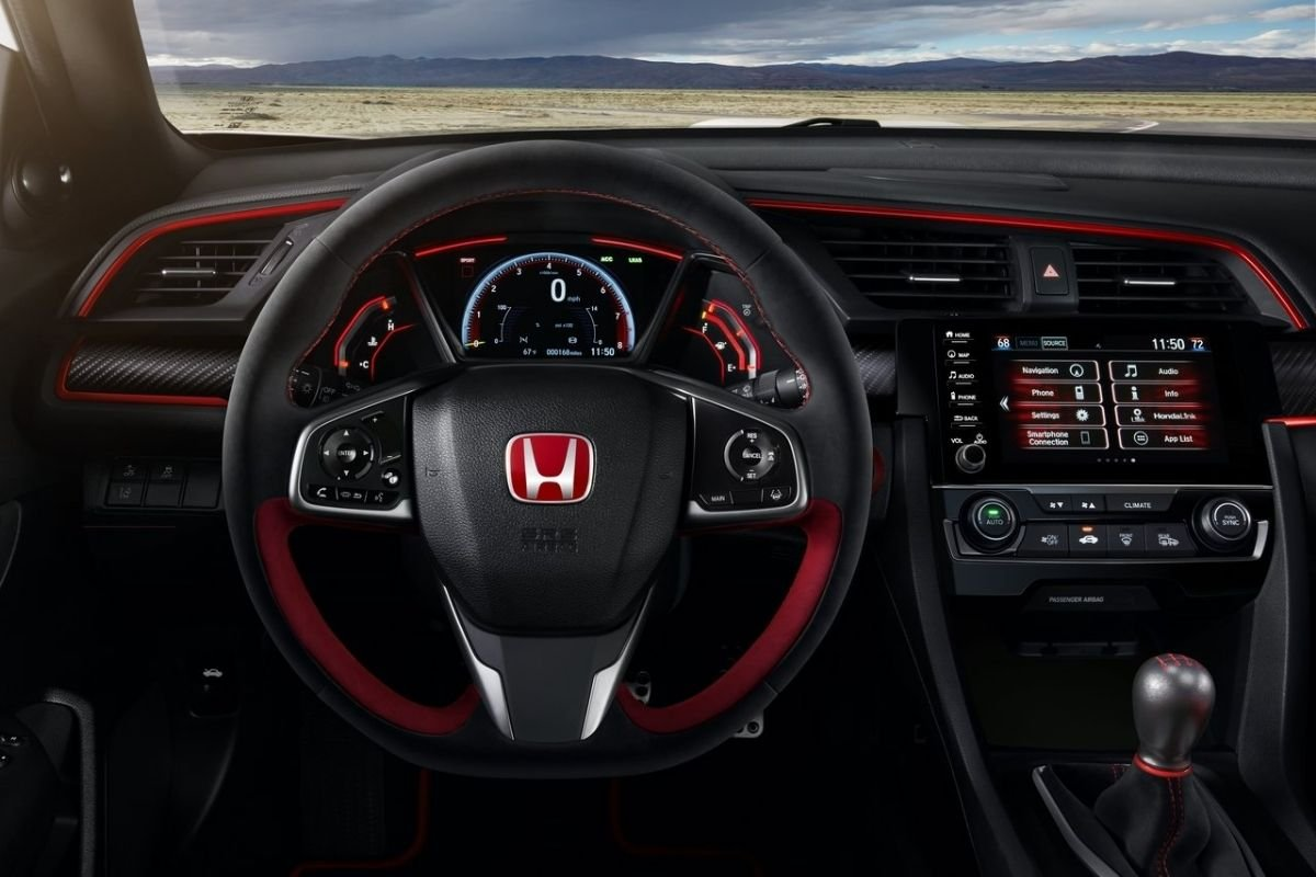 A picture of the interior of the facelifted Honda Civic Type R