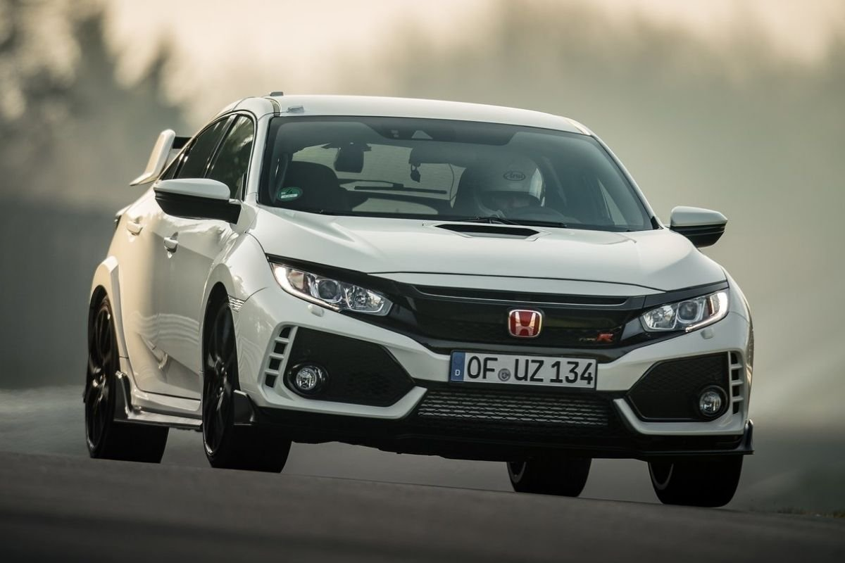 A Picture of the Honda Civic Type R pre-facelift version on the racetrack