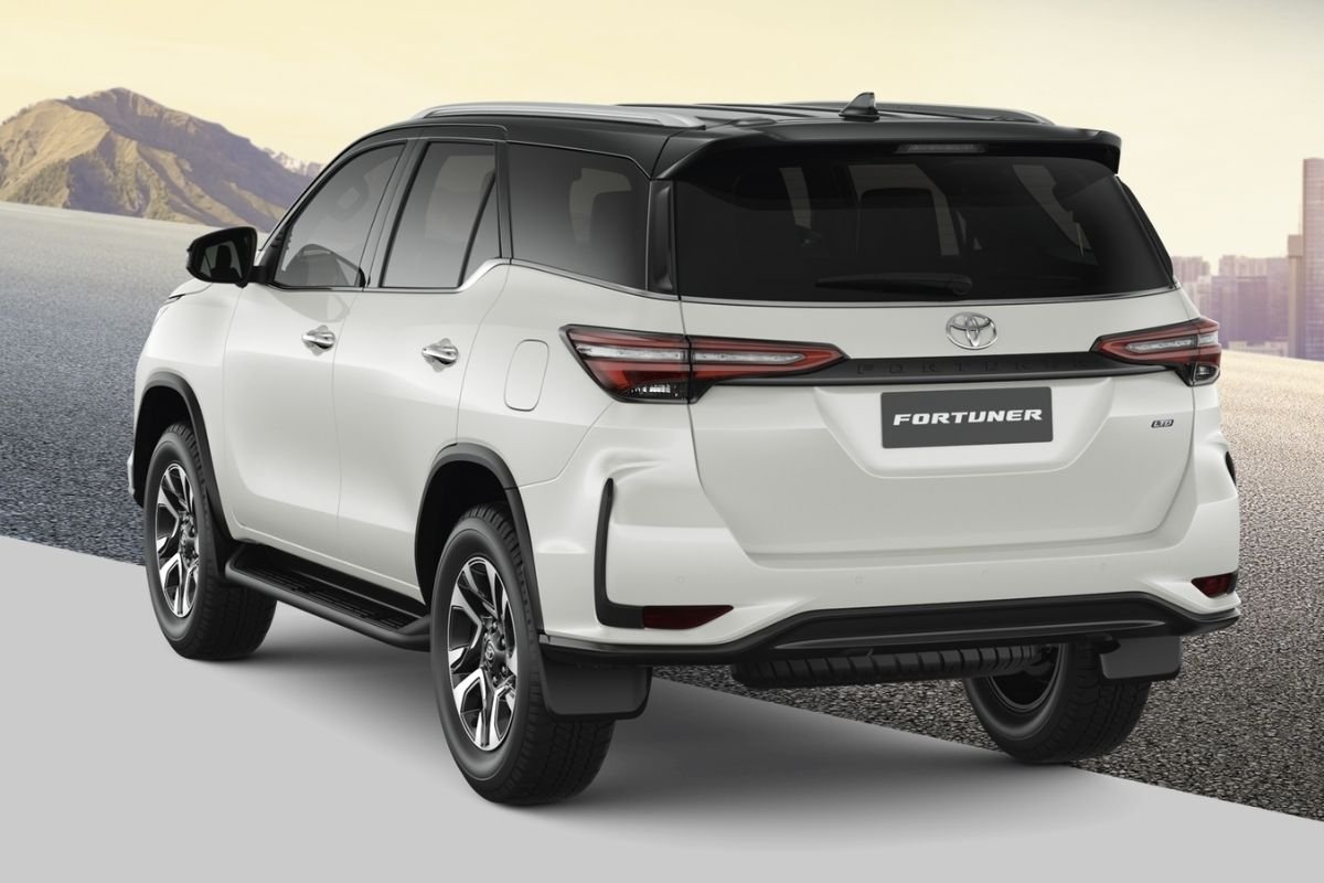 Toyota Fortuner rear view