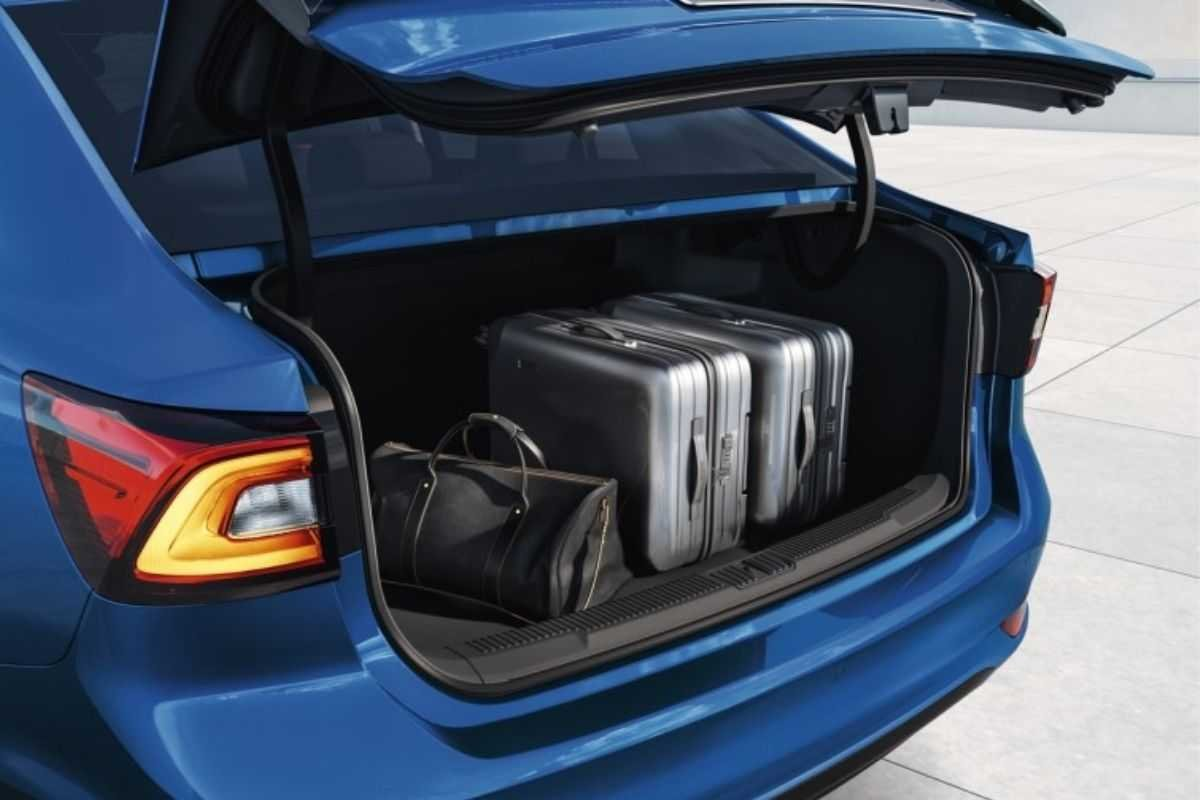 A picture of the MG 5's open trunk
