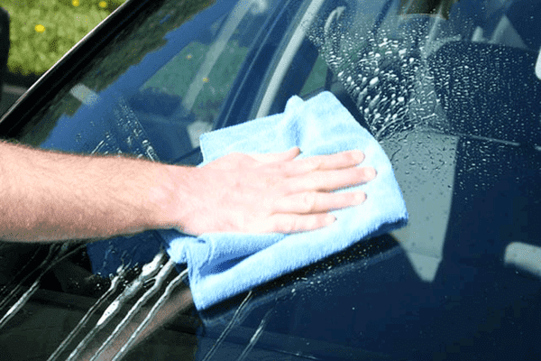 Cleaning a windshield