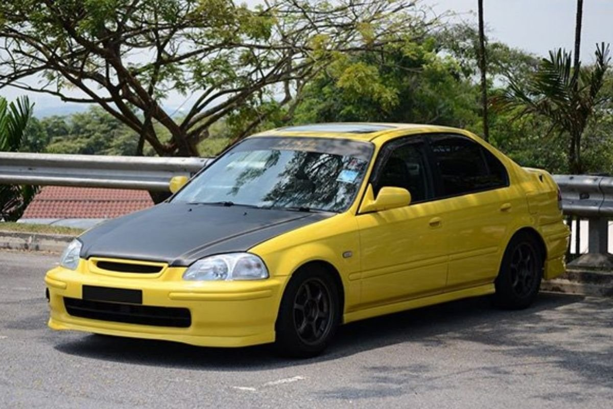 A picture of a Civic SiR in Indonesia