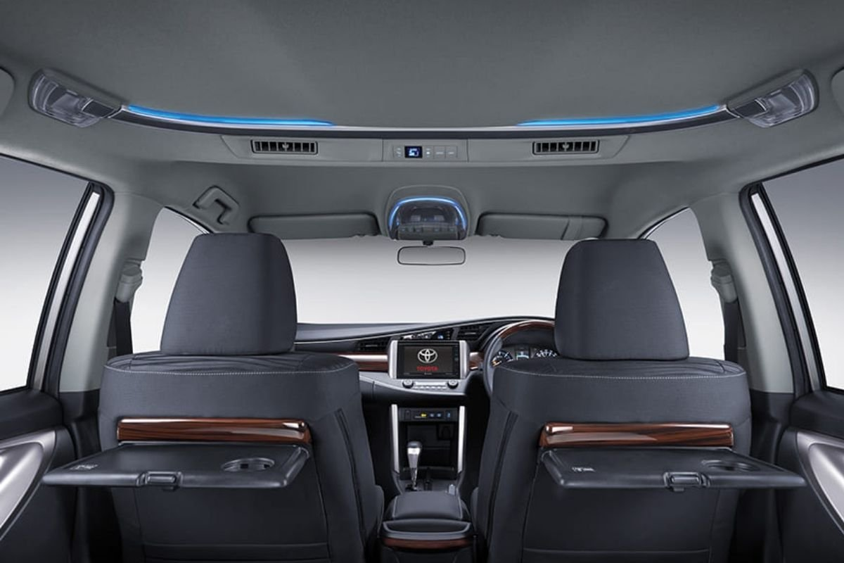 A picture of the Toyota Innova V Luxury interior