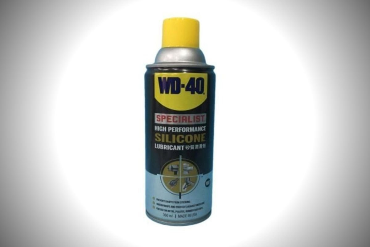 A picture of a can of WD-40 Silicone