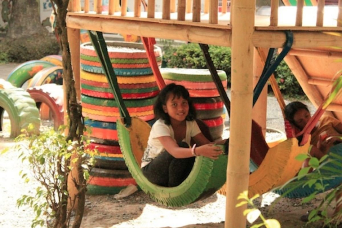A hammock tire with a kid