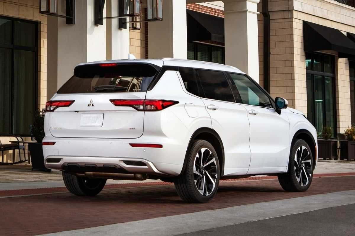 A picture of the rear of the 2021 Mitsubishi Outlander